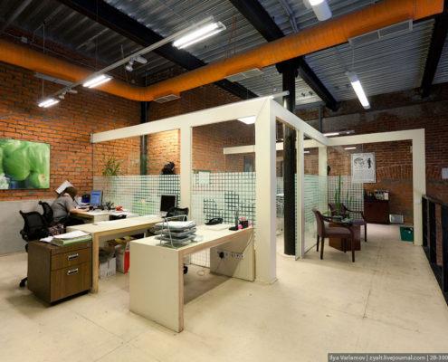 Офис агентства Роуз бетонный стол