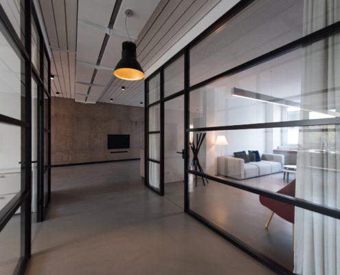 коридор в офисе после ремонта